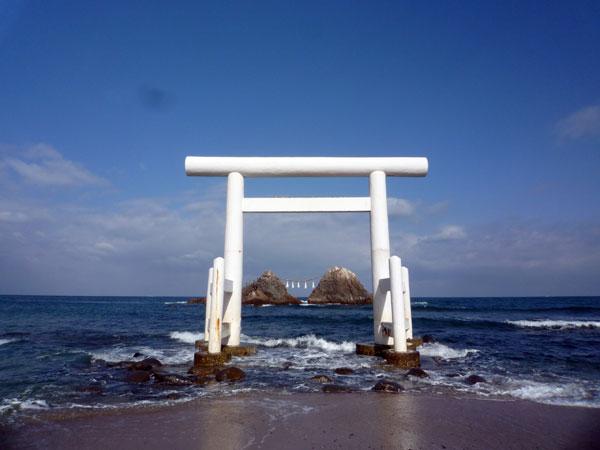 日本 旅游| 严选日本6大梦幻绝境——海上の日本鸟居